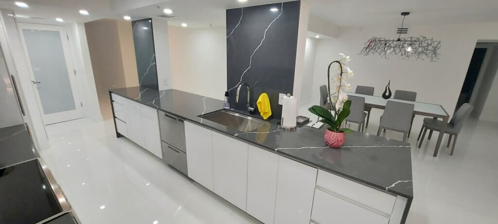 Kitchen Remodeling COmpany with custom kitchen countertops
